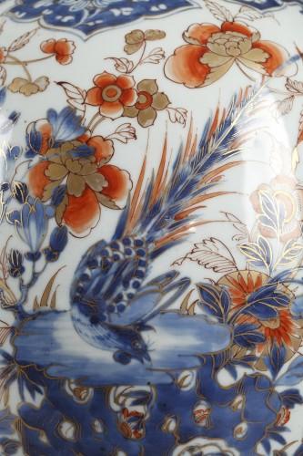 18th century - Pair of large Chinese  Imari jars and covers, Kangxi (1662 - 1722)