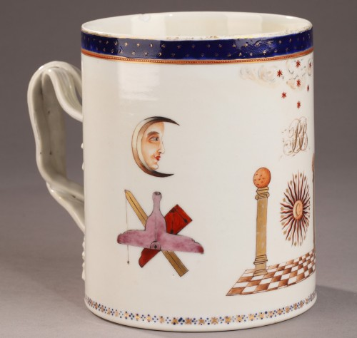 18th century - 18th century Masonic china mug decorated for an English Loge.
