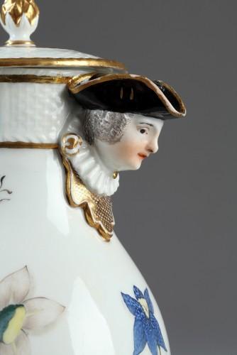 Antiquités - Jug, porcelain of Meissen 1740 - 1745