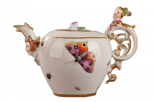 Teapot, porcelain of Meissen shaded period 1740 - 1745