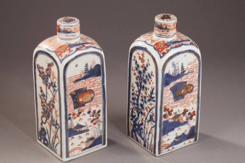 CHINA : Pair of bottles for tea. Early 18th century -