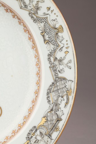 18th century Export China Porcelain, armorial plate - Porcelain & Faience Style