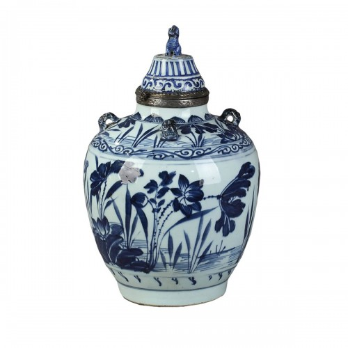 Covered jar - China circa 1650