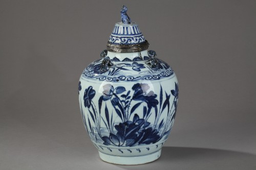 Porcelain & Faience  - Covered jar - China circa 1650
