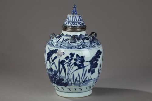 Covered jar - China circa 1650 -