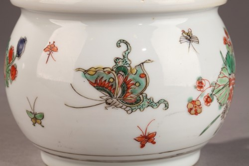 China Chamber pot. Kangxi (1662 - 1722) - Porcelain & Faience Style