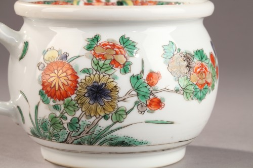 Porcelain & Faience  - China Chamber pot. Kangxi (1662 - 1722)