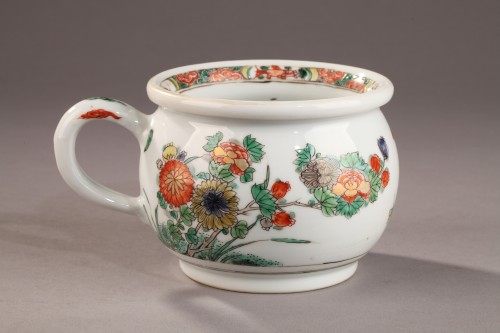 China Chamber pot. Kangxi (1662 - 1722) -