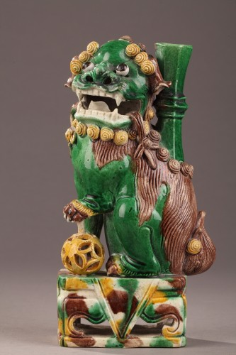 Porcelain & Faience  - Pair of Fo dogs, Kangxi (1662 - 1722)