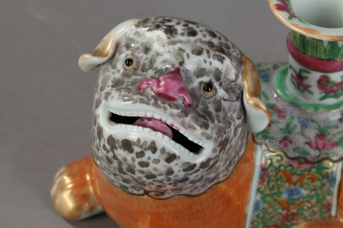 Porcelain & Faience  - Incent stick holder in the shape of dogs. Canton 19th century