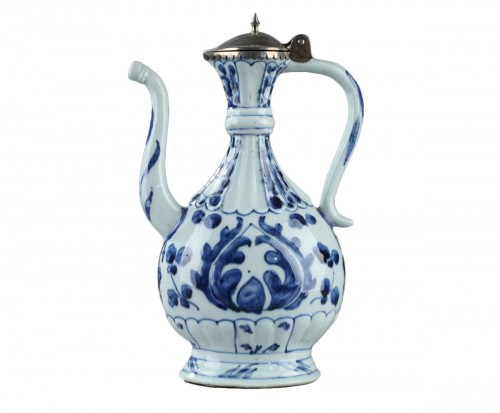 Chinese blue and white ewer for the Islamic market. Kangxi (1662 - 1722)