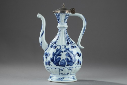 Porcelain & Faience  - Chinese blue and white ewer for the Islamic market. Kangxi (1662 - 1722)