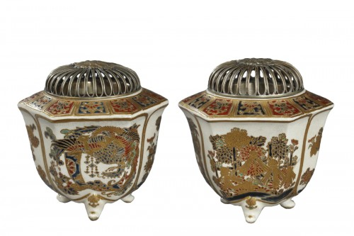 Pair of incense burners, Japan Satsuma, Meiji period (1868 - 1912)