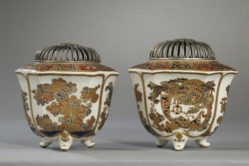 Asian Art & Antiques  - Pair of incense burners, Japan Satsuma, Meiji period (1868 - 1912)