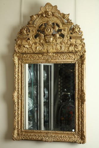 17th century - 17th Century French Carved and Giltwood Wall Mirror