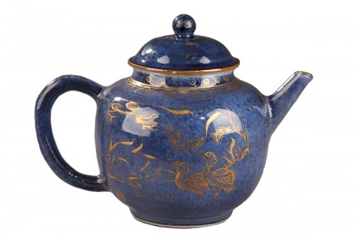 CHINA : Powder blue teapot. Kangxi (1662 - 1722)