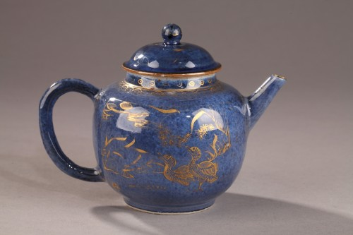 Porcelain & Faience  - CHINA : Powder blue teapot. Kangxi (1662 - 1722)