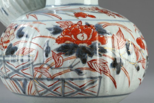 Porcelain Kendi decorated in Imari style early 18th century - Porcelain & Faience Style