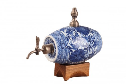 A blue and white porelain alcohol cask, China Kangxi (1662 - 1722) period