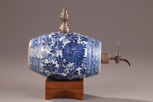 Porcelain & Faience  - A blue and white porelain alcohol cask, China Kangxi (1662 - 1722) period