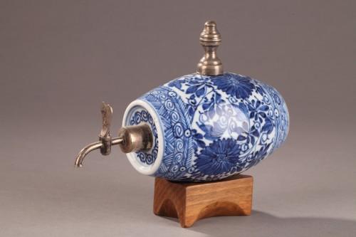 A blue and white porelain alcohol cask, China Kangxi (1662 - 1722) period -