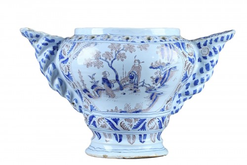Flower pot in faïence  from Nevers, end of 17th century