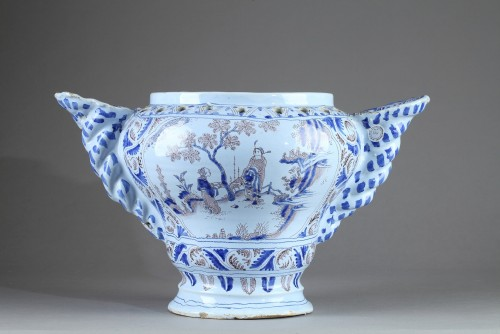 - Flower pot in faïence  from Nevers, end of 17th century