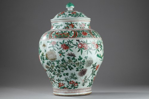 Large Chinese jar and cover, Shunzhi period (1644 - 1661) -