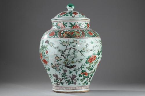- Large Chinese jar and cover, Shunzhi period (1644 - 1661)