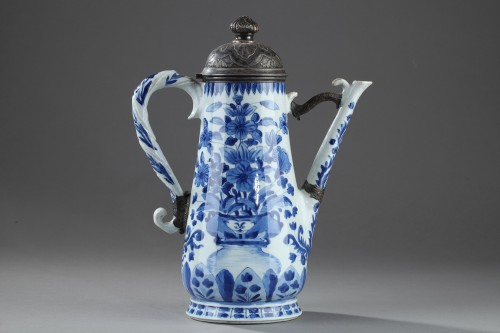 Porcelain coffee pot, China Kangxi period 1662 - 1722 - Porcelain & Faience Style
