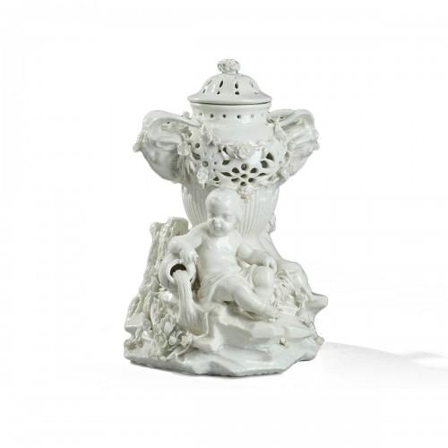TOURNAI : Mid 18th century. Soft paste « pot pourri »