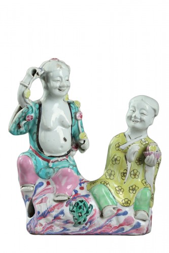 CHINA : Qianlong Famille Rose enamel group. End of 18thcentury