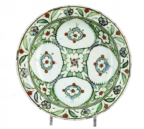 Isnik dish, first quarter of 17th century