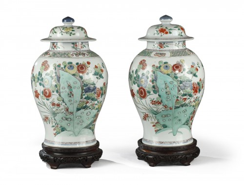 Pair of chinese porcelain jars and covers, Kangxi period 1662 - 1722
