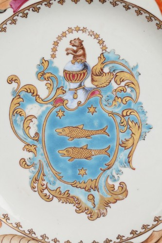 18th century - Chinese armorial plate. Coats of arms of The Guillot Family Circa 1742