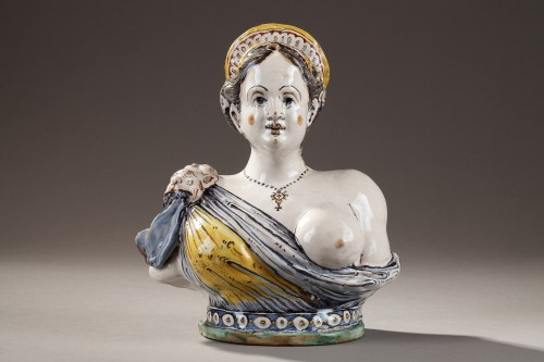 Antiquités - Faience Bust from Deruta, early 17th century