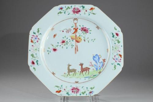 Octogonal famille rose dish, China, Qianlong period 1736 - 1795 -