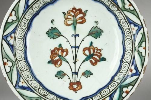 Porcelain & Faience  - Early 17th century Isnik (Anatolie, Turkey) dish
