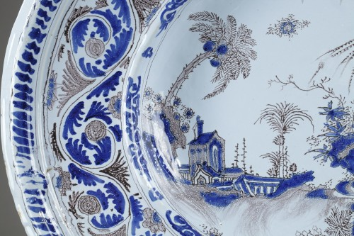 Large Nevers faience dish second half of 17th century - Porcelain & Faience Style