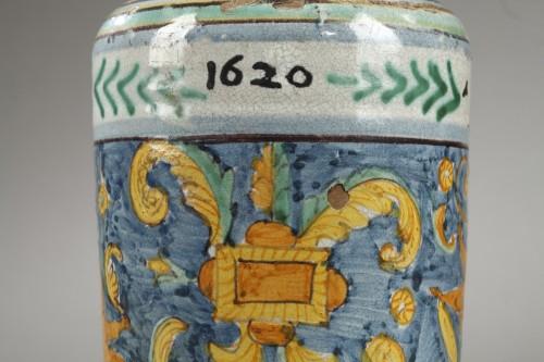 Albarello from DERUTA, first quarter of 17th century -