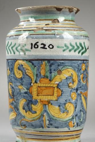 17th century - Albarello from DERUTA, first quarter of 17th century