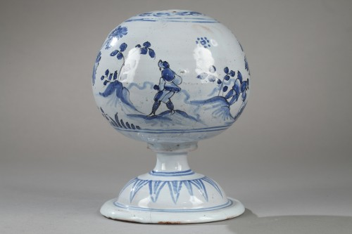Wigstand in Nevers faience second half of 17th century - Porcelain & Faience Style