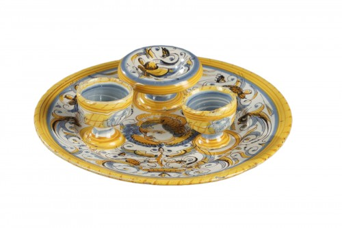 Tray in faience from Deruta, Italy 17th century
