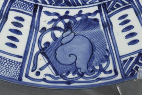 Porcelain & Faience  - Large Kraak dish, Japan circa 1660 - 1680