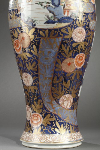 - Large Japanese porcelain vase Second half of 17th century
