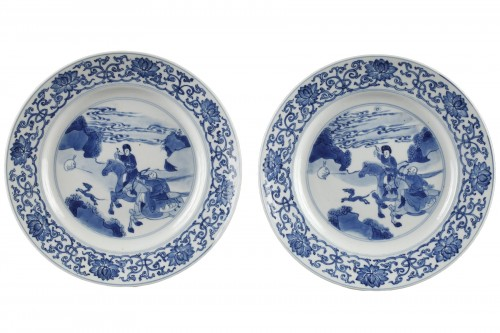 Two hunting scenes plates. China. Kangxi period 1662 - 1722