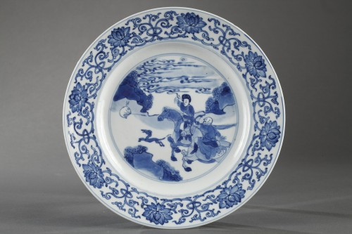Two hunting scenes plates. China. Kangxi period 1662 - 1722 -