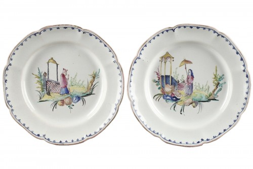 Pair of faience plates from Sceaux, end of 18th century