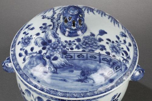 Pair of chinese porcelain tureens, Qianlong 1736 - 1795 - Porcelain & Faience Style