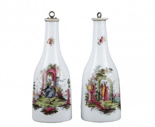 Paire of opaline glass bottles End of 18th century